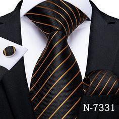 Gold Fashion, Mens Fashion, Luxury Fashion, Style Fashion, Fashion Tips, Mens Ties Crafts, Mens Wedding Ties, Formal Tie, Paisley