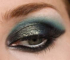 I love this eye with blue and green eyeshadow. Not sure that I could re-create though!