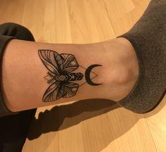 Filigree moth tattoo ink inked tattoo moth motte moon mond beautiful fresh ankle black white animal Tier schwarz weiß leg Bein