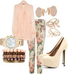 Pantalones con flores, un estampado ideal para esta época combinalo con tonos pastel. Encuentra más ideas en http://www.1001consejos.com/