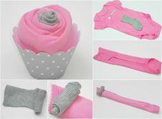 Babyparty Geschenke cupcakes-selbermachen-foermchen-pink-strampelanzug-babysoeckchen-einrollen