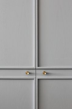 Millwork details, brass knobs. loving the modern detail of these cabinets.