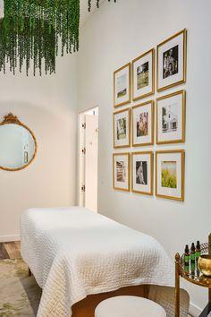4 Celebrity Beauty Treatments You Can Actually Afford Massage Room Decor, Spa Room Decor, Beauty Room Decor, Beauty Salon Decor, Beauty Treatment Room, Treatment Rooms, Hair Treatments, Facial Treatment, Ideas Decoracion Salon