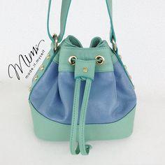 Bolsa modelo Brigadeiro em azul celeste e verde menta www.mimsbags.com #bolsadecouro #criesuabolsa #minibags