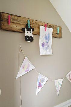 DIY Rustic Children's Art Display    Cute way to display kids artwork. Easy weekend DIY project. Crafts For Boys, Easy Crafts, Art For Kids, Kids Fun, Toddler Fun, Displaying Kids Artwork, Artwork Display, Diy Wall Art, Diy Art