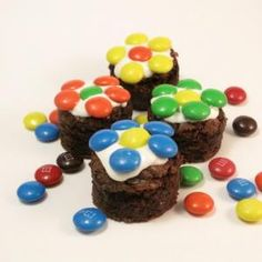 easy brownie daisies | The Decorated Cookie