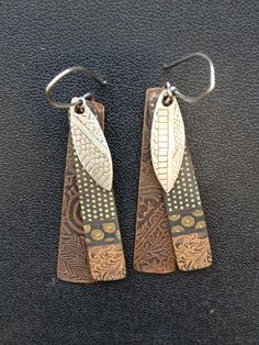 Kim Otterbein Design, This looks like a mix of etched metal, silk screened polymer clay and Precious Metal Clay. Metal Clay Jewelry, Enamel Jewelry, Copper Jewelry, Polymer Clay Earrings, Wire Jewelry, Jewelry Art, Jewellery, Precious Metal Clay, Artisan Jewelry