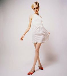 HQ pictures of vintage glamour girls High Fashion Photography, Glamour Photography, Lifestyle Photography, Editorial Photography, Twiggy, Princess Grace Kelly, 20th Century Fashion, Little White Dresses, Vintage Glamour