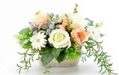 光触媒造花のフラワーアレンジ selva ローズ 欧風陶器 。<strong>バラとガーベラのテラコッタ陶器のフラワーアレンジメントです。</strong><BR><BR>土色のテラコッタのシンプルな楕円タイプの陶器に、バラとガーベラを可愛らしくアレンジしました。使用した花材は、全部で7種類。ピーチピンクのバラ、ライトグリーン色のバラ、クリームホワイトのガーベラ、そして、オリーブ、ミカヅキグリーンネックレス、ファーン、ベリー。