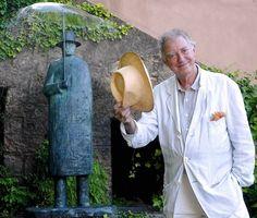Belgian artist Jean-Michel Folon in Vence. Magritte, Graphic Design Illustration, Illustration Art, Illustrations, Statues, Art Deco Paintings, Portraits, Land Art, Art Plastique