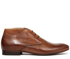 Always a men's footwear trend, our range of Chukka boots expands with Claud. This smooth leather option is a great formal alternative to the usual derby or brogue. The 3 eyelet design and simple vamp is left uncluttered, ideal for the modern gentlemen. With a luxurious leather lining, and finished on a stylish slim sole, Claud will bring out your refined side.
