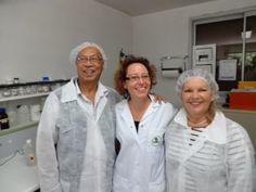 Anne BOICHUT (responsable du laboratoire) avec Céline & Roger GOURREAU  (DP Île de la Réunion)