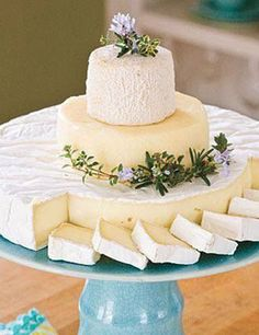 Cheese in the shape of a stacked wedding cake! This is a good idea since I don't want cake at my wedding and I love cheese! It wouldn't replace dessert of course . Tapas, Snacks Für Party, Party Appetizers, Wine Cheese, Goat Cheese, Fromage Cheese, Cheese Fruit, Wine And Cheese Party, Cheese Dessert