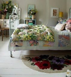 Awesome Granny Chic Decor Ideas, Chck Right Now Very pale wood might be stenciled in an intriguing design before varnishing, but do be certain that the design ties in with your current colour scheme. Shabby Chic Bedrooms, Bedroom Vintage, Shabby Chic Homes, Shabby Chic Furniture, Shabby Chic Decor, Rustic Decor, Style At Home, Cama Vintage, Home Bedroom