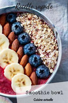 Pour les matins rapido ! On se le prépare à l'avance, et plus qu'à déguster   • 1 yaourt nature • 1 cuil. à soupe de flocons d'avoine • 150 g de fruits rouges • 1 banane • ½ citron • myrtilles • amandes  #cuisineactuelle #cuisinesaine #smoothie #smoothiebowl #bowl #superfruit #banane #porridge #açai #açaibowl Açai Bowl, Organize, Cocktails, Vegan, School, Breakfast, Health, Ideas, Food