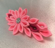 Light and dark pink kanzashi style French barrette. Swarovski Crystal Elements are the crystals used to add sparkle. All items are handmade by me.  Colours may vary since computer monitors display colours different.