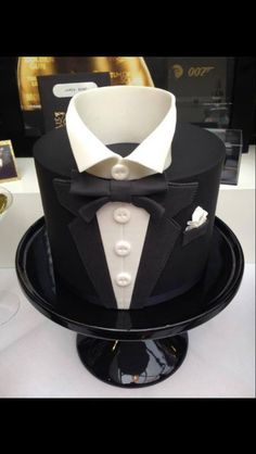 Tuxedo Cake is perfect as the Groom's Cake. | Showpiece Cakes ...