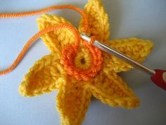 crochet daffodil tutorial