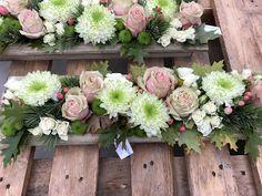 Center Table, Centre Pieces, Geraniums, Flower Arrangements, Floral Wreath, Wreaths, Decorations, Design, Home Decor