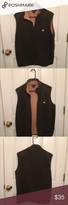 Green / tan Brooks Brothers zip up fleece vest! Full zip vest. Pockets outside and inside. Lightweight. Vest is hardly worn and in excellent condition! Green on outside/ tan inside Brooks Brothers Jackets & Coats Vests