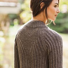"""A drapey cardigan with a dense rib, Svalbard is great for transitional weather. A chevron detail at the back makes it anything but ordinary. SIZING: 38½ (42½, 45¾, 46½, 49¾, 53¾, 57)"""" bust circumferen"""