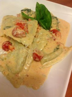This is one of my favorite pasta dishes-and also one of the easiest. The ravioli are pre-made, but the dish tastes completely amazing thanks to a creamy parmesan basil sauce with zesty cherry tomat… sauce recipes Spinach And Ricotta Ravioli, Vegetarian Recipes, Cooking Recipes, Cooking Fish, Cooking Steak, Pasta Recipes, Dessert Recipes, Cream Sauce Recipes, Ravioli Cream Sauce