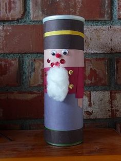 Nutcracker toilet roll craft - cute! Could use a Pringles can for a taller/bigger one.