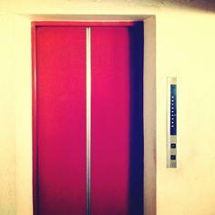 ไหวมั้ย...ทั้งใจ และลิฟท์ : vintage elevator - @emotype- #webstagram