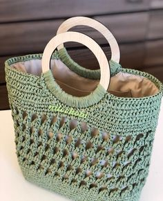 Image May Contain: 1 Person - Image Pe - Diy Crafts Diy Tote Bag, Diy Purse, Crochet Tote, Crochet Purses, Hobo Bag Patterns, Homemade Bags, Diy Bags Purses, Bag Pattern Free, Knitted Bags