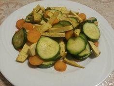 Tofu al curry con zucchine e carote. Un secondo light, proteico e buono!
