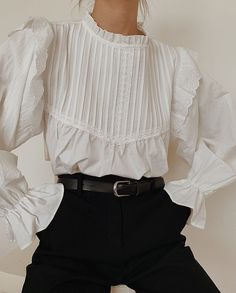 white retro ruffle shirt and black trousersYou can find Inspired outfits and more on our website.white retro ruffle shirt and black trousers Fashion Mode, Look Fashion, Retro Fashion, Fashion Outfits, Fashion Trends, Fashion Beauty, Classic Fashion, Fashion Details, Fashion Couple
