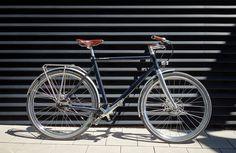Schindelhauer's Friedrich im Test: Ein schickes Urban Bike mit alltagstauglicher Ausstattung, Lichtanlage, Zahnriemen und Nabenschaltung in cleaner Optik. Ein Erfahrungsbericht mit zahlreichen Fotos.