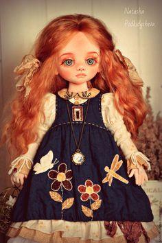 Купить или заказать Лёля в интернет-магазине на Ярмарке Мастеров. Авторская текстильная кукла. Кукла подвижная.Умеет сидеть,стоит с подставкой,ножки шарнирные,в ручках проволочный каркас,голова поворачивается.Одежда сшита из хлопка,обувь кожаная.