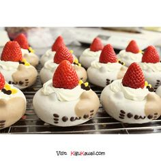 cute food kawaii dessert sweet yum delicious Strawberry desserts donuts high notes nekodo kawaii-food-is-kawaii Mini Donuts, Cute Donuts, Doughnuts, Cute Food, Yummy Food, Kawaii Cooking, Cute Baking, Kawaii Dessert, Cute Desserts