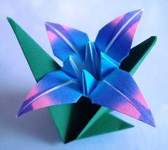 Sandra Gobert - Pensarte e artesanato Origami Day, Origami Paper, Origami Templates, Origami Tutorial, Diy Flowers, Paper Flowers, Paper Art, Paper Crafts, Flower Template