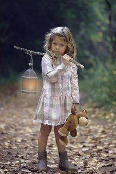 [フリー画像素材] 人物, 子供, 少女 / 女の子, 外国の子供, ぬいぐるみ, テディベア, ランタン ID:201411261900
