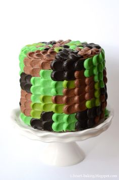 Such an easy camouflage cake! Love this idea...