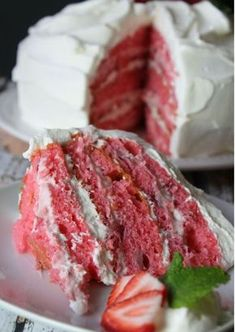 The best ever strawberry cake! With 6 layers full of flavor, it's a must-make for all your summer (and really any) parties! (Best Ever Eggs) Brownie Desserts, Oreo Dessert, Mini Desserts, Just Desserts, Delicious Desserts, Dessert Recipes, Summer Desserts, Fresh Strawberry Cake, Strawberry Cake Recipes
