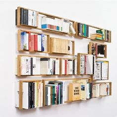 There are many ways for storing books and using them as home deco elements. Das kleine b walks the path of minimalism and creates an optical illusion. Das kleine b is made for design lover illusionists as it creates an impression of floating books. Diy Furniture, Furniture Design, Industrial Furniture, Floating Bookshelves, Creative Bookshelves, Modular Bookshelves, Simple Bookshelf, Bookshelf Ideas, Bookshelf Design