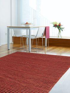 http://www.benuta.de/moderne-teppiche/kurzflor-teppiche/teppich-jute-loop-rot-1-2.html Jute Loop - nachhaltige Gemütlichkeit durch nachwachsende Rohstoffe. Unsere handgewebte Jute Loop Kollektion schafft mit ihrer Natürlichkeit eine entspannte, freundliche und einladende Atmosphäre und ist dank der pflegeleichten Oberfläche perfekt für den Wohn- und Essbereich geeignet. (Teppich Jute Loop rot)