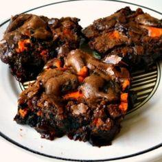 Halloween Oreo Brownies http://bakingandcookingataleoftwoloves.blogspot.com/2012/10/oreo-lovers-unite-halloween-oreo-fudge.html