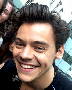 april 7th — harrysimpact:   12/05: Meeting fans at the One...