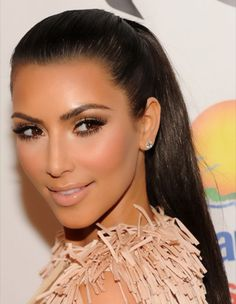 Kim Kardashian neutral eye makeup.