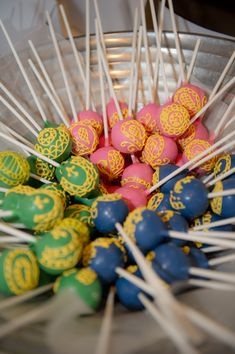 Mehndi Cake Pops, perfect for a Fusion Indian wedding, at a sangeet, mehndi party or even as part of the reception dessert Indian Wedding Food, South Asian Wedding, Indian Wedding Decorations, Desi Wedding, Indian Decoration, Indian Fusion Wedding, Wedding Stage, Mehndi Cake, Mehndi Party