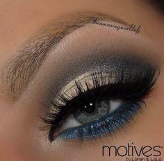 Maquillaje dorado y azul