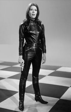 Emma Peel portrayed by Diana Rigg, from the fantastic show The Avengers. Emma Peel, Vanity Fair, Heros Film, Diana Riggs, Tv Vintage, The Original Avengers, Dame Diana Rigg, Ali Mcgraw, Avengers Girl