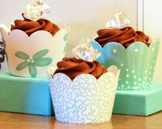 Diamonds never go out of style, especially for couture cupcakes…  Image courtesy of Confetti Couture.