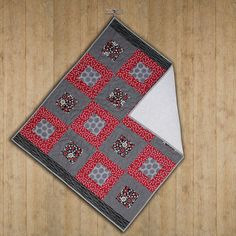 Handmade modern cotton quilted baby blanket. by ScrappieGirlz