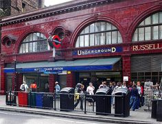 RUSSELL SQUARE TUBE STATION | RUSSELL SQUARE | BLOOMSBURY | LONDON | ENGLAND: *London Underground: Piccadilly Line*