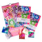 Pakket Flowers    Maak kennis met de kunstzinnige talenten van de kunstenaars van Jans Pakhuys met dit gevarieerde en vrolijke pakket. Het pakket bestaat uit een verjaardagskalender, een notitie- en adresboek en vijf handgemaakte cadeaulabels.